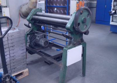 Multipunch rolling machine